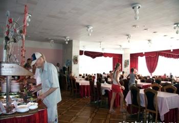 food-in-aipetri-stolovaya